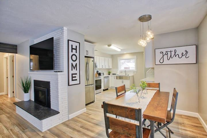 Newly remodeled! Downtown CDA Cottage