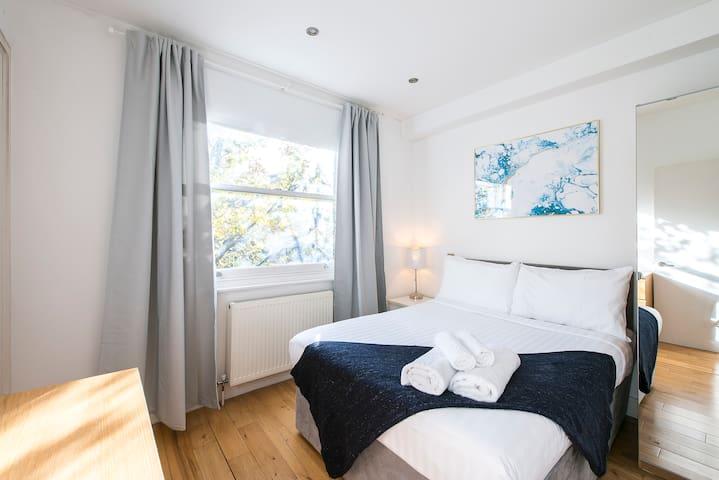 Gold Suite - Thrive Apartments - Super Location <3