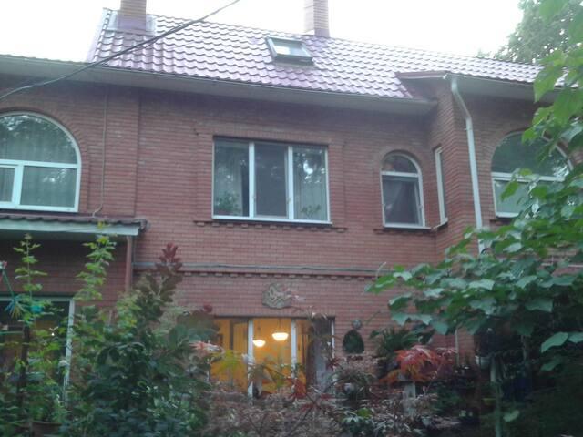 Комнаты посуточно в Уютном Доме(400 метров) - Kyiv - House