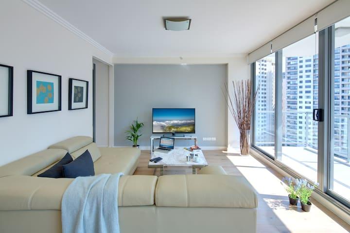 LUX Three Bedroom Penthouse - In Sydney CBD