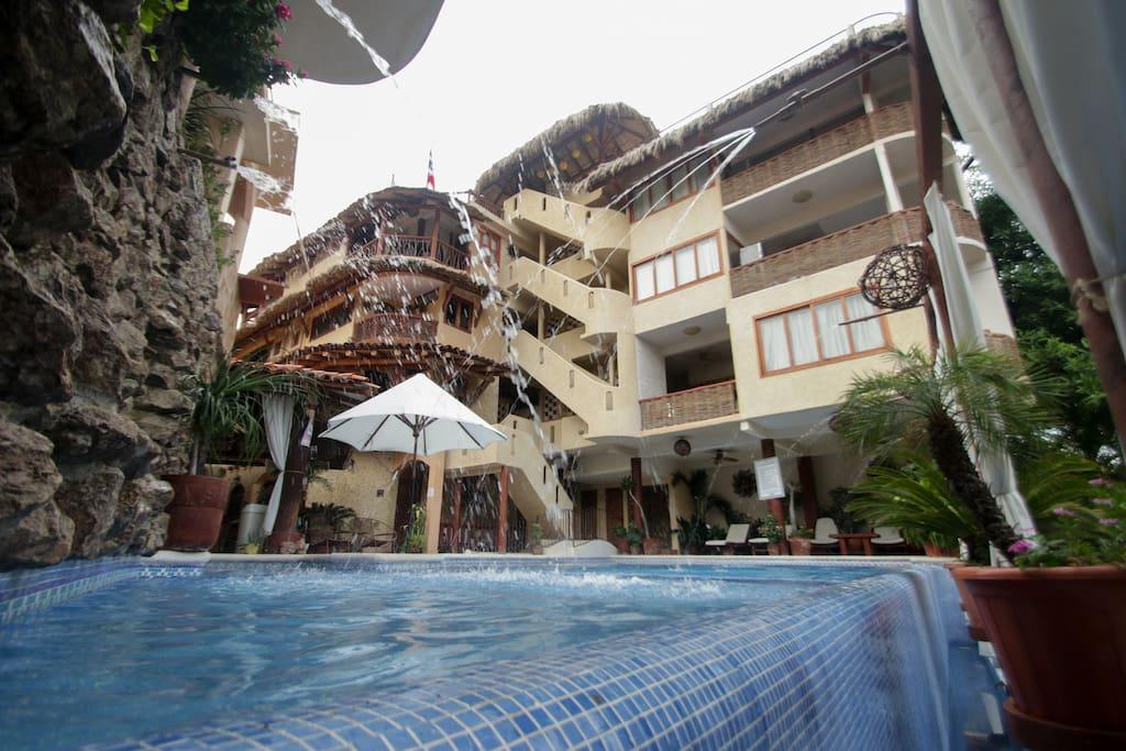 Hotel villas las azucenas bungalows for rent in for Villas ximena zihuatanejo