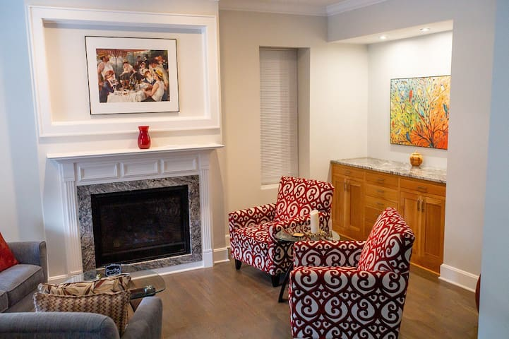 Shaw House - Casual Elegance in STL