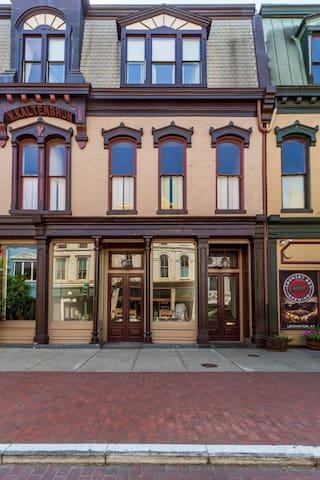 Front facade of V.A. Kaltenbrun Building