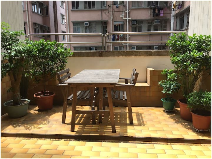 Cozy refurbed flat, 1 min to MTR