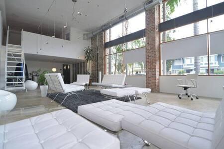 Mod Luxury LOFT long stay Downtown Long Beach, CA. - Long Beach - Loft
