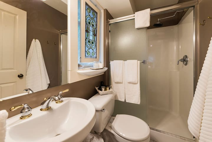 Private 3-piece bathroom