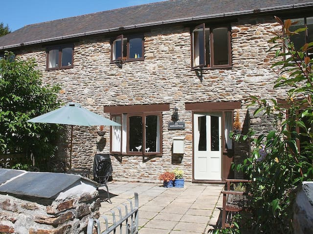 Hope Cottage, with swimming pools, South Devon
