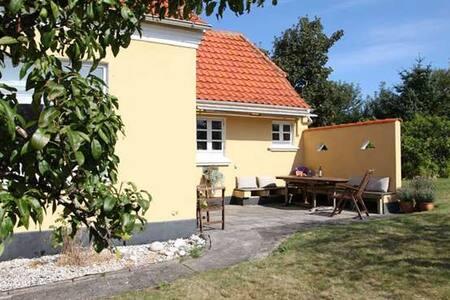 Mitt i Skagen - en rofylld oas nära strand och by - Villa