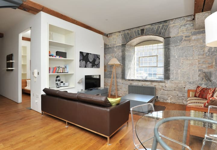 10 Clarence waterside 2 bed contemporary apartment in Grade 1* historic Royal William Yard