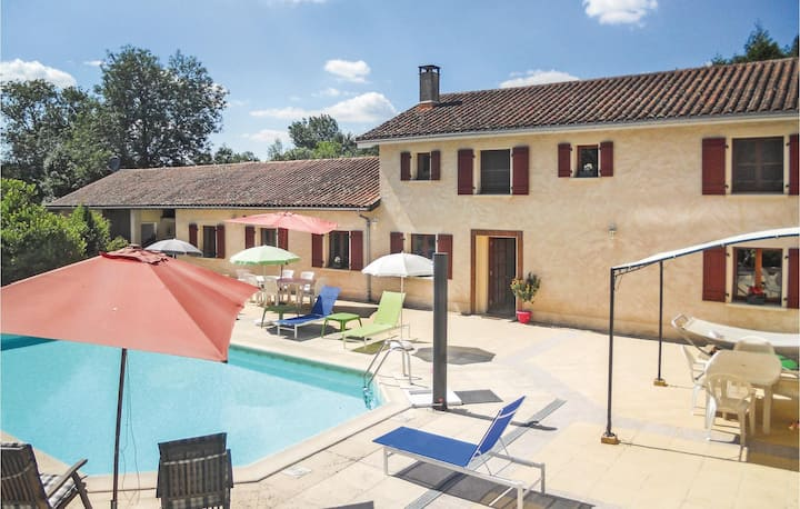 Beautiful home in Verteillac with WiFi, Outdoor swimming pool and 4 Bedrooms