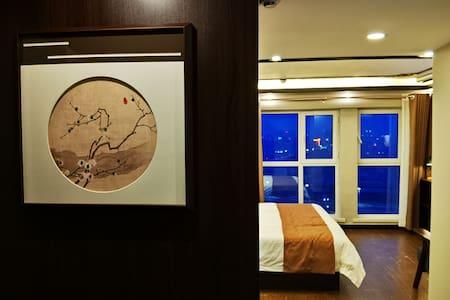 【玥庭】金鼎国际(万达广场对面)中式轻奢,高清投影,悦乐玥庭。