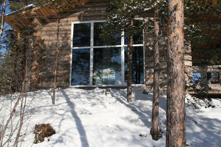 Южная сторона дома с панорамным окном