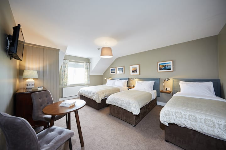 Deluxe Room (Queen + 2 Single Beds) at Doolin Inn