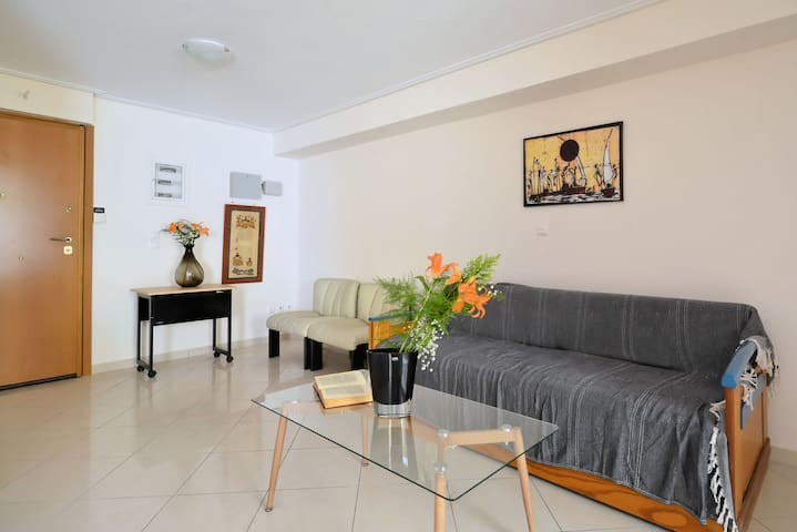 Modern Apartment 15' far from the center of Athens