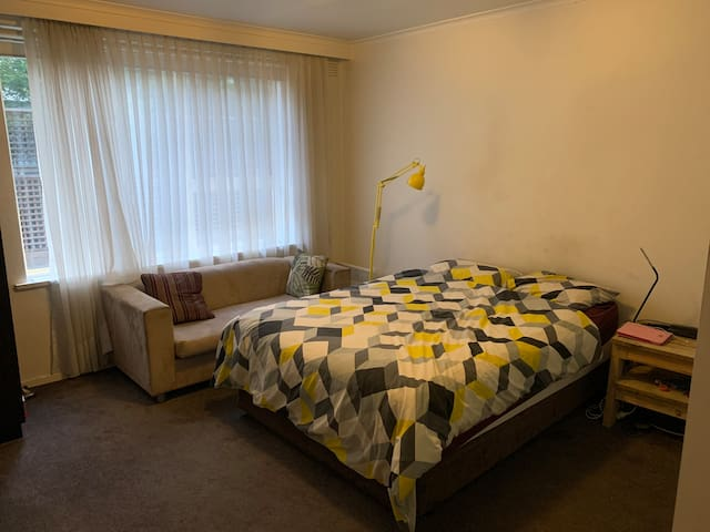 A big bedroom with an en-suite in Stkilda Center