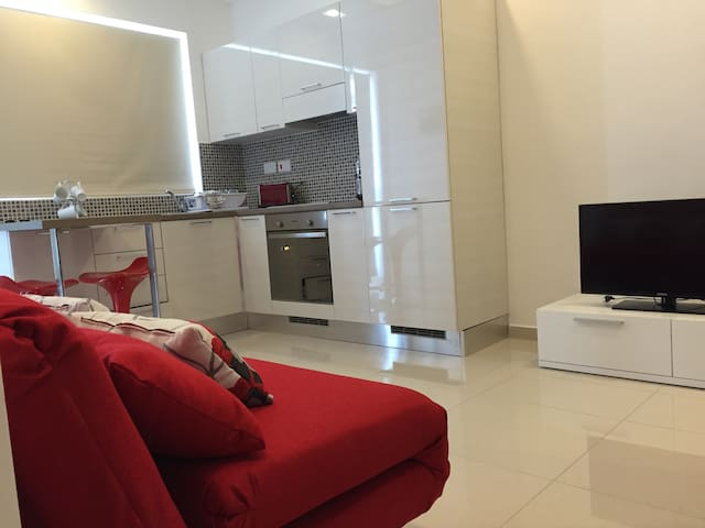 Designer 1 bedroom (sleep 4) - Swieqi - Apartment