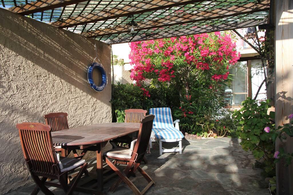 Une belle terrasse privative pour les longues soirées d'été