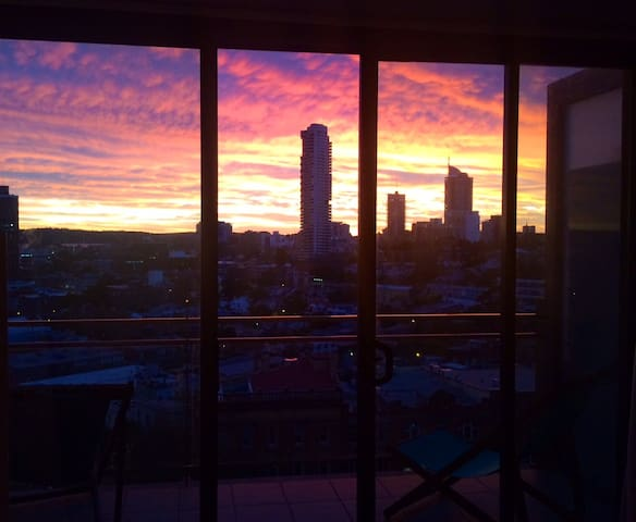 See NYE Fireworks from the balcony! - Surry Hills - Apartment