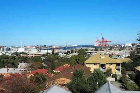 North Freo - views, beach & river! - North Fremantle