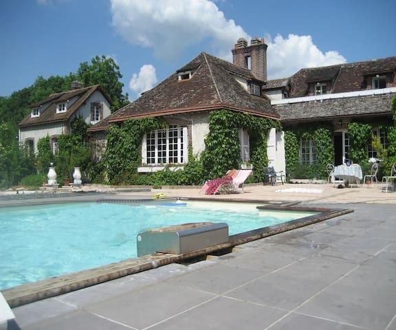 Domaine La Vigneraie chambres d'hôte et gîte - Sainte-Gemme-Moronval - Hus