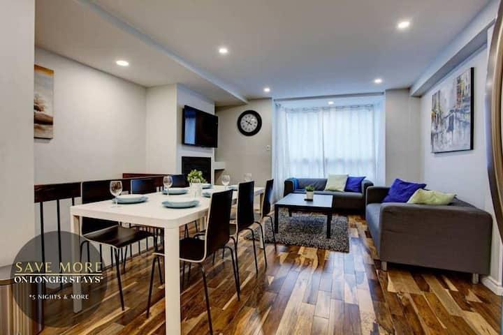 Stella Stays | Gorgeous 2 Floor Home | Downtown MTL | Parking