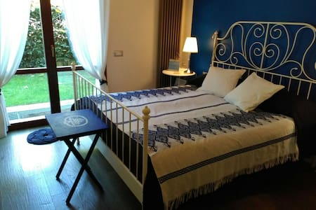 cozy,bright double bedroom with private bathroom - Compiobbi - Huoneisto