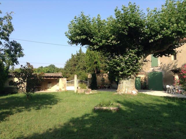 Maison dans mas â 4 km d'Avignon - Châteaurenard - Huis