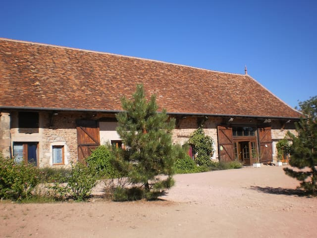 Grand gîte de groupe de 22 pers Saône et Loire(71) - Beaubery - บ้าน