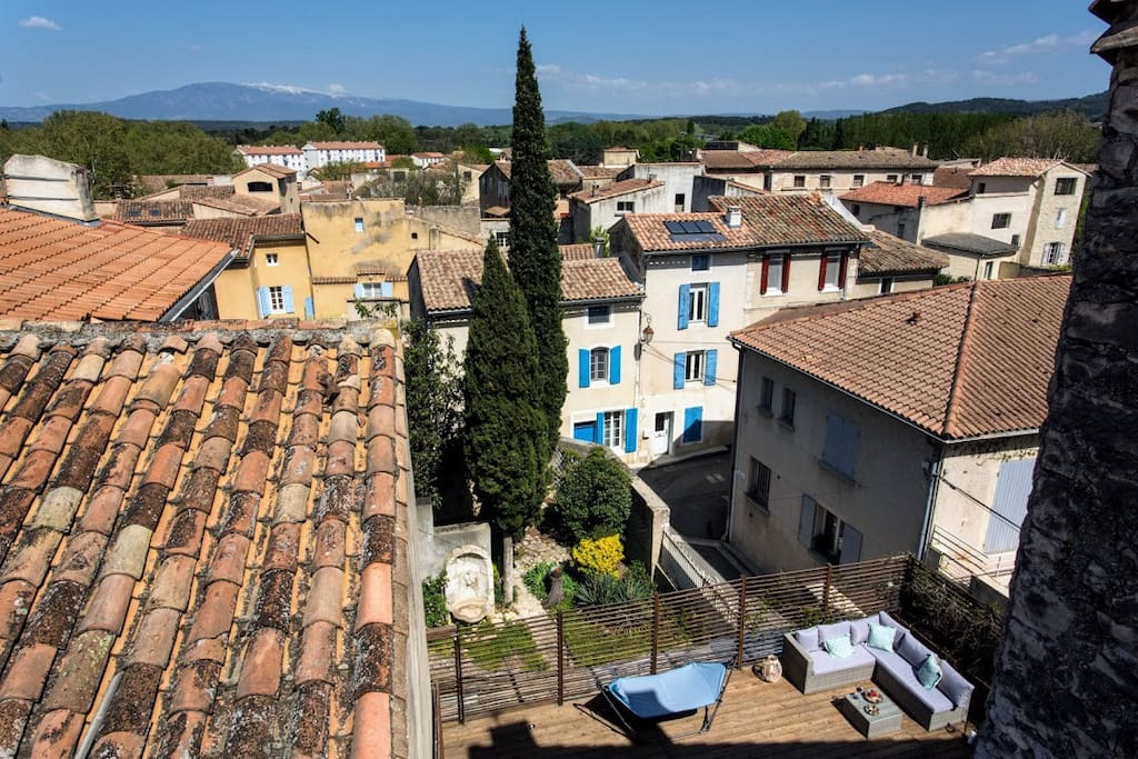 Located in the historical centre of Pernes Les Fontaines, la Maison Farget offers a lovely view on the Mont Ventoux.