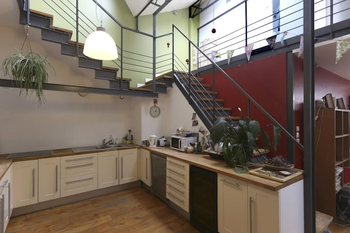 Chambre dans un loft à100m de Paris - Bagnolet - Ev