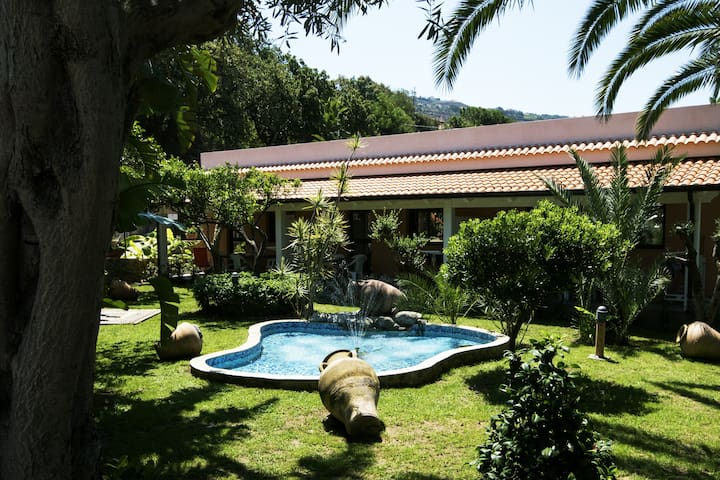 Bilocale sul mare in residence con piscina - Marina di Zambrone - Lägenhet