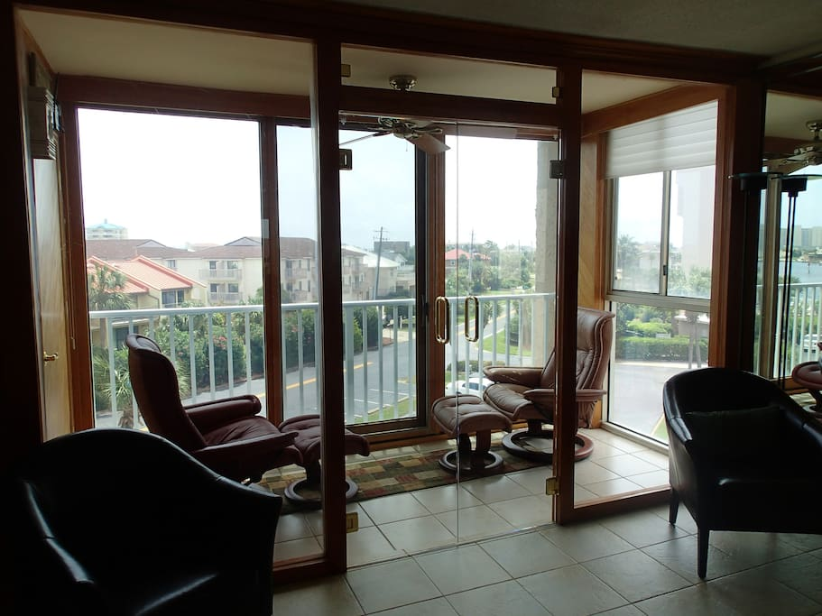 Read or relax on the enclosed deck overlooking the ocean and harbor.