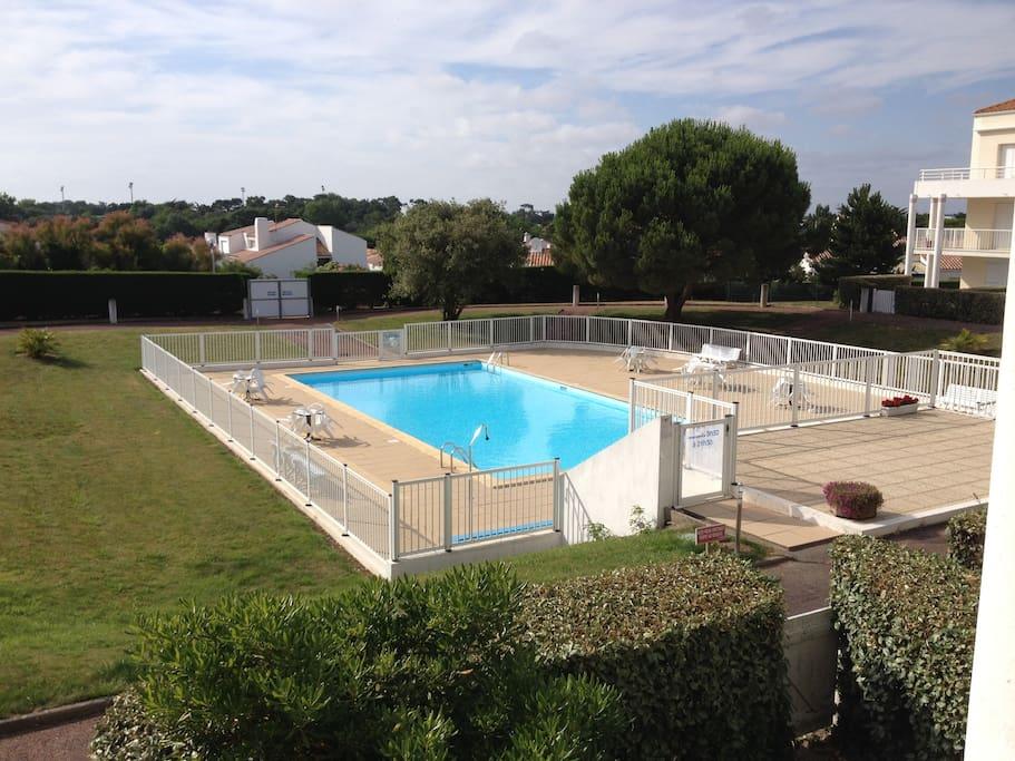 la piscine sécurisée (18X8), vue de l'appartement