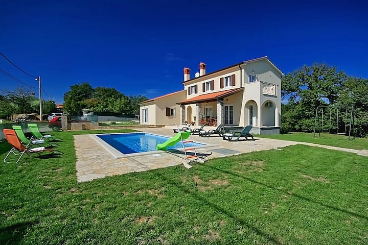 Family friendly Villa Andretti with swimming pool - Gračišće - Pis