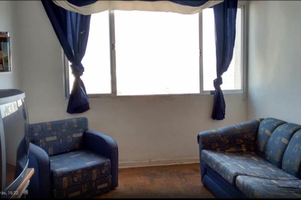 U02 sofá-cama de solteiro e 01 sofá-cama de Casal. TV e DVD.