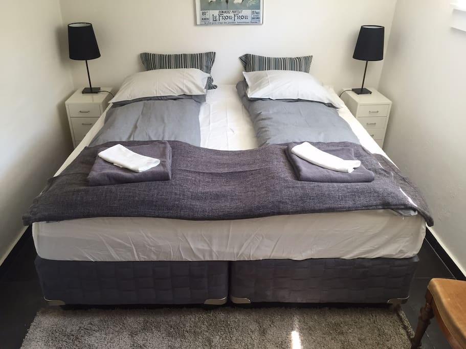 Queen size bed 200*180 cm