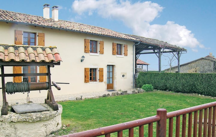 Nice home in Clussais la Pommeraie with WiFi, Outdoor swimming pool and 2 Bedrooms