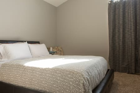 Nice Room in West Reno - Close to Downtown - Reno