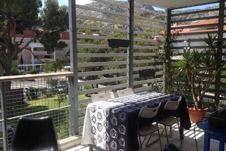 Chambre dans T2 terrasse au coeur des calanques - Marseille