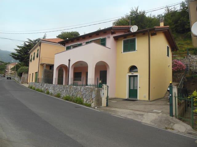 Tranquilla casa con giardino - Balestrino - Villa