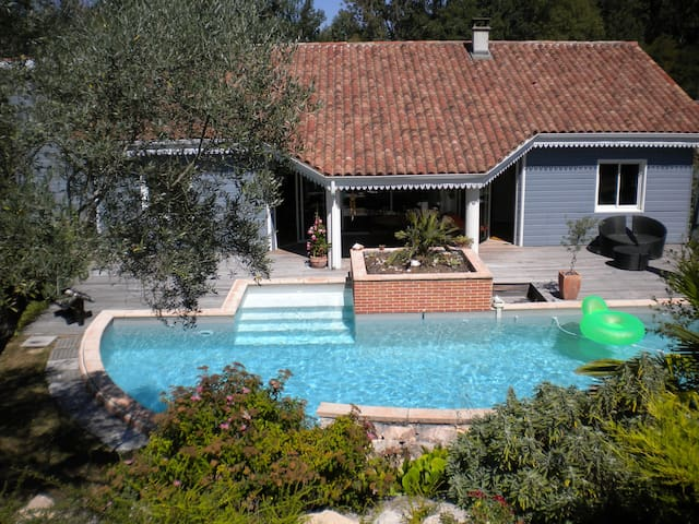 B&B in a nice sweet home with pool - Lapeyrouse-Fossat - Bed & Breakfast