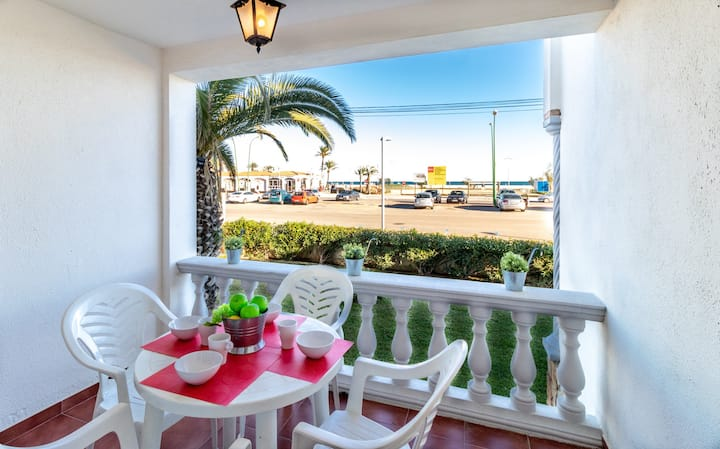 128-COSTA BRAVA, Apartment on firs line sea. Parking.