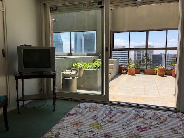 Habitación en suite con terraza y piscina propia!