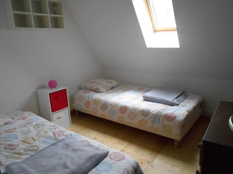 chambre avec 2 lits simple 90x190