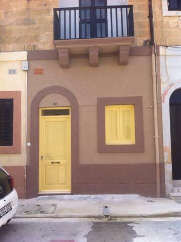 Marsaxlokk (Malta) Accommodation, Central. Hosts 4