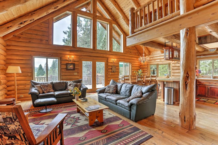 NEW! Splendid 4BR McCloud House w/ Mountain Views!