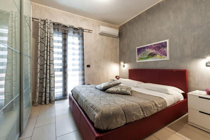 Camera da letto luminosa e climatizzata