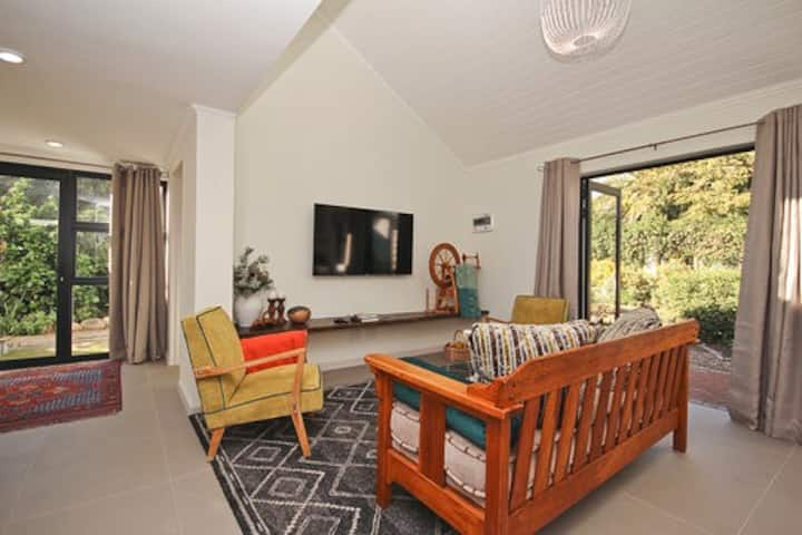NABY  modern spacious sunny, close to campus