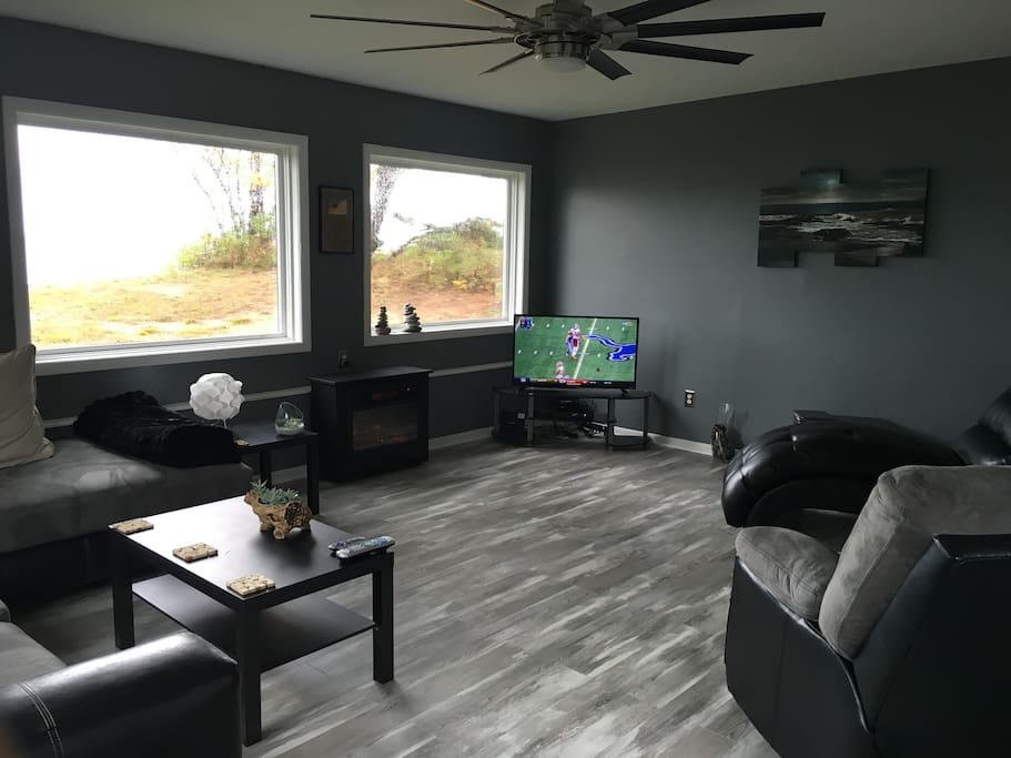 Spacious Living Room with access to the deck & beach