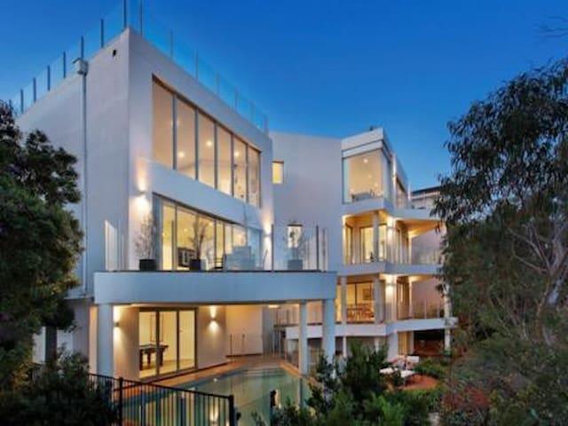 悉尼北边高尚社区,俯瞰森林公园,体验悉尼当地人的生活 - East Killara - Huis
